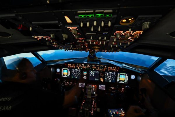 737-800 Simulator Cockpit