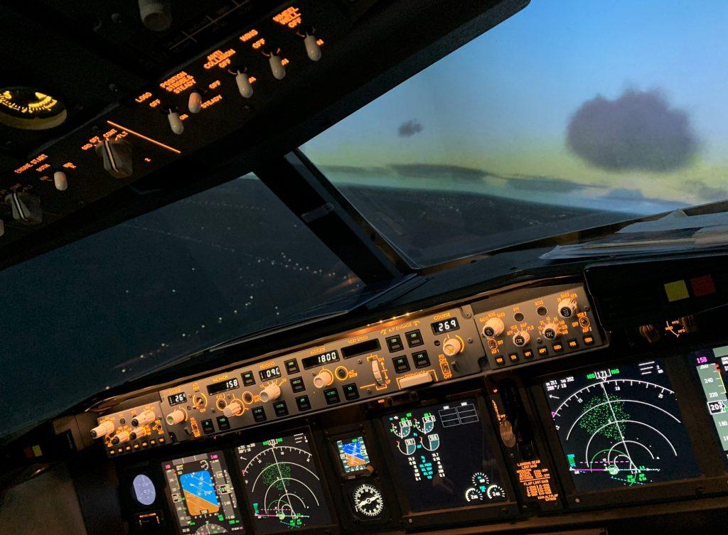 737-800 Sim Turning left at Dusk